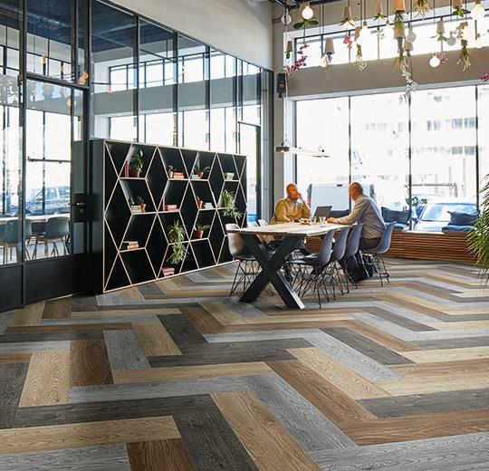 Flotex Wood moduláris padlószőnyeg installáció