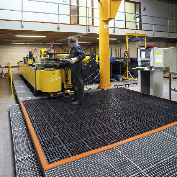 Safety Stance olajálló, törmelékelvezető munkaszőnyeg extrém ipari környezetbe